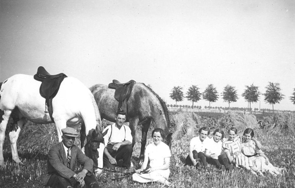 <b>ZOEKPLAATJE:</b>Vlieger Dirk de 1909 19__ in Land met zusters ea