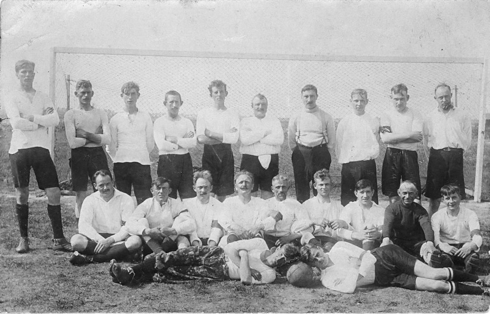 Voetbal ETO 1930± met Piet de Koning 01
