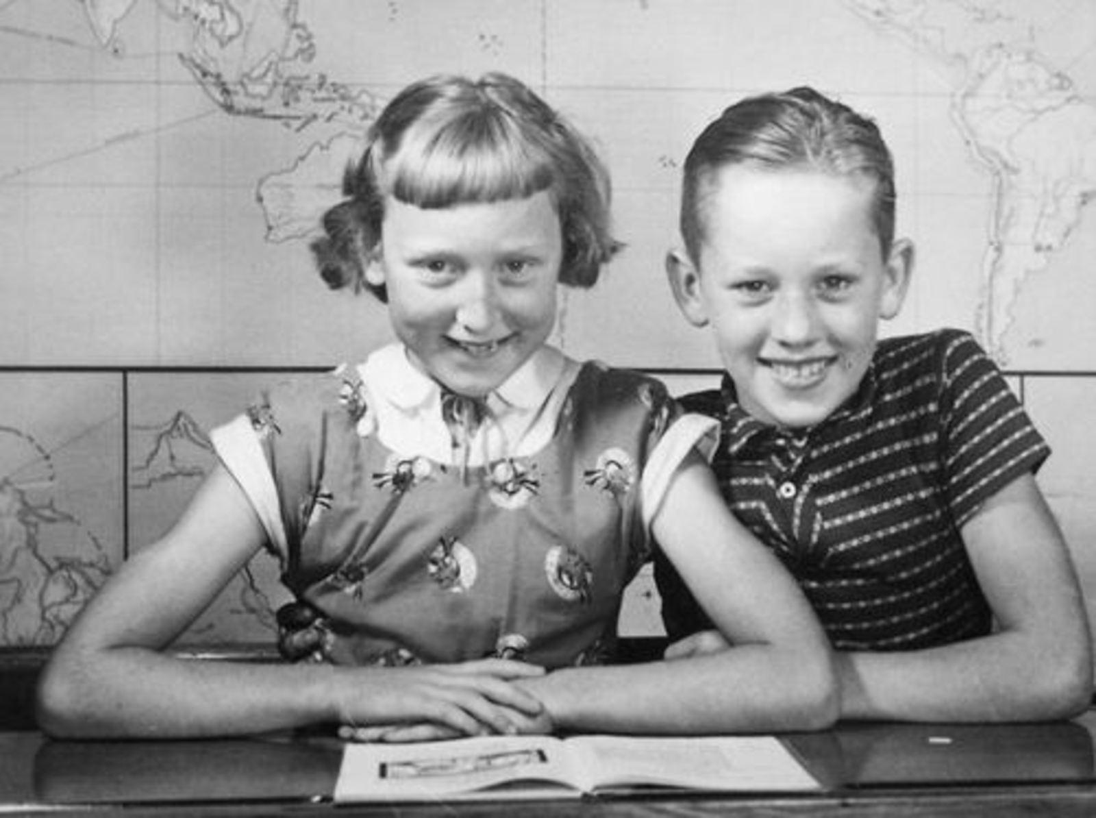 Volger Rietje 1945 1951± Schoolfoto met broer Rinus 1e Klas