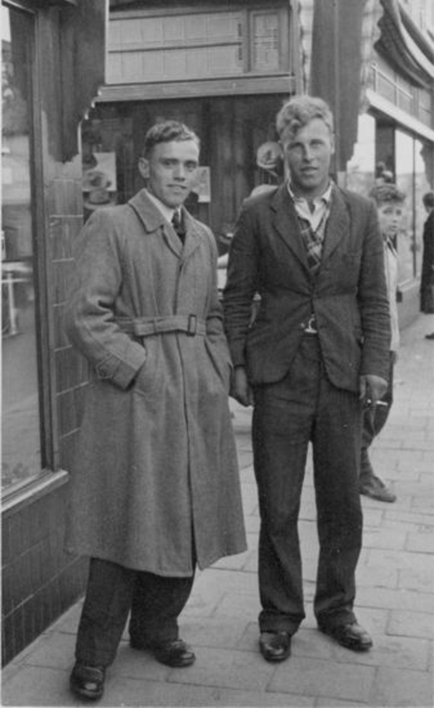 Vuren Peet v 1926 19__ met onbekend 23 Uitje in de Stad