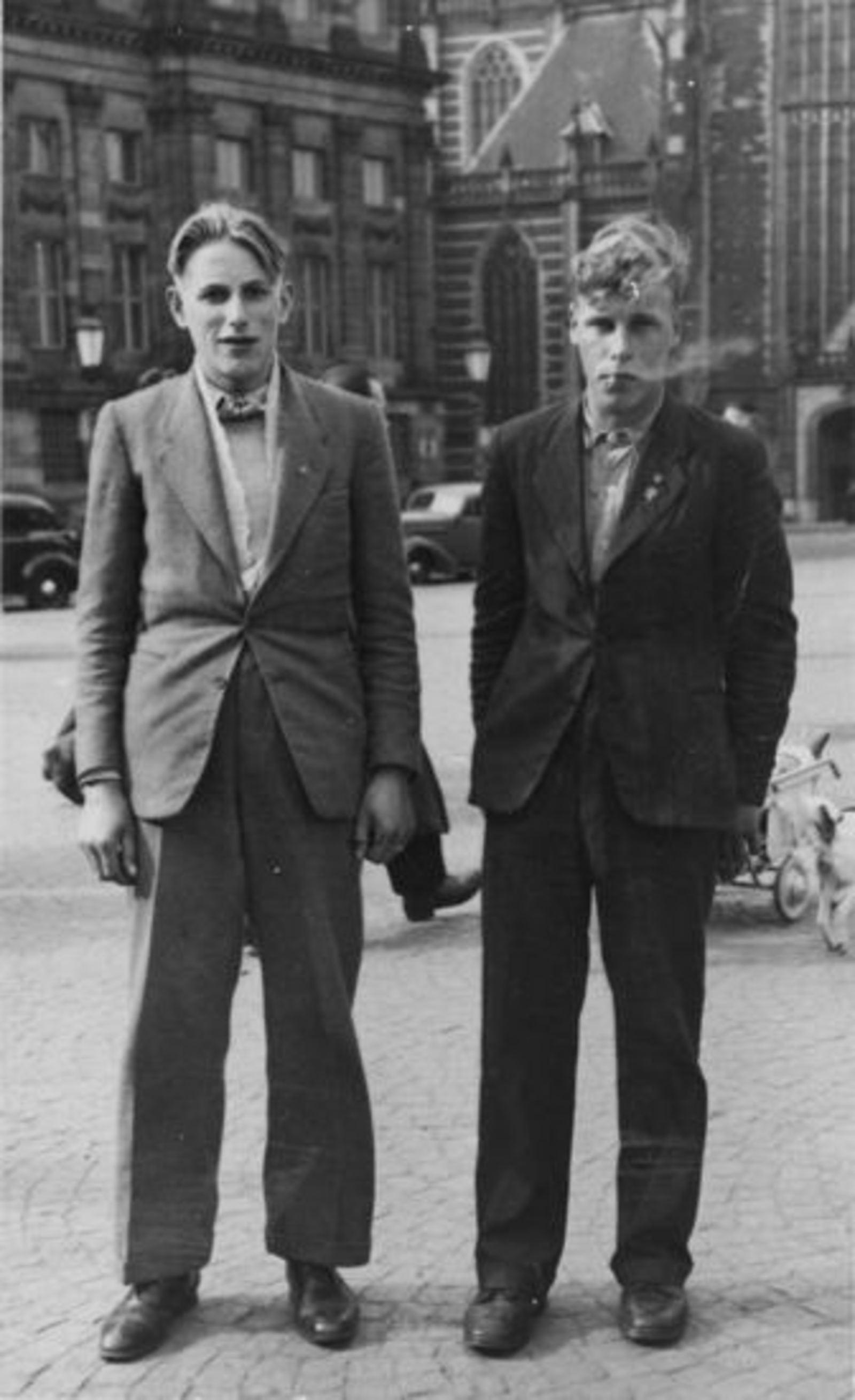Vuren Peet v 1926 19__ met onbekend 24 Uitje in de Stad