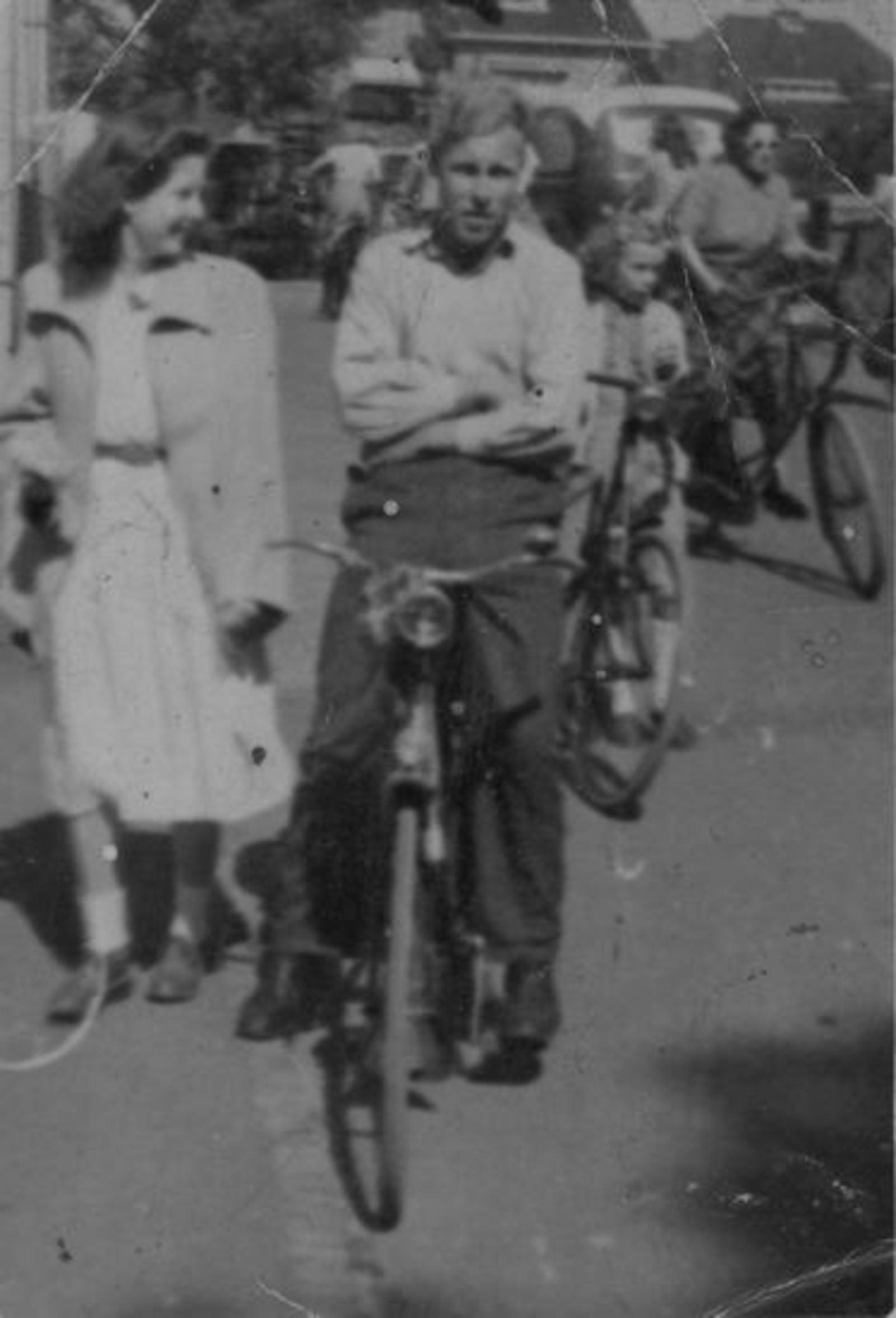 Vuren Peet v 1926 19__ op de Fiets 19