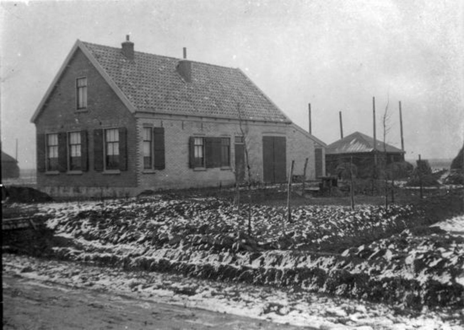 <b>ZOEKPLAATJE:</b>Vuren Peet v 19__ Onbekend Huis Boerderij Malipaard