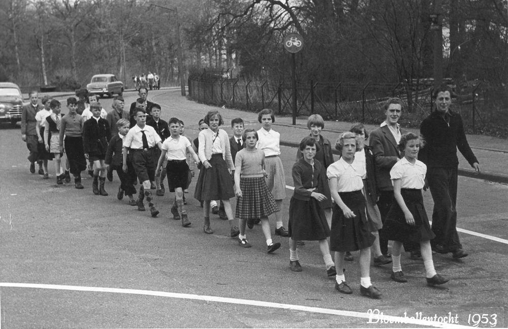 Wandelclub Klein Maar Dapper uit Rijk 1953 vanuit Buurtvereniging de Lente