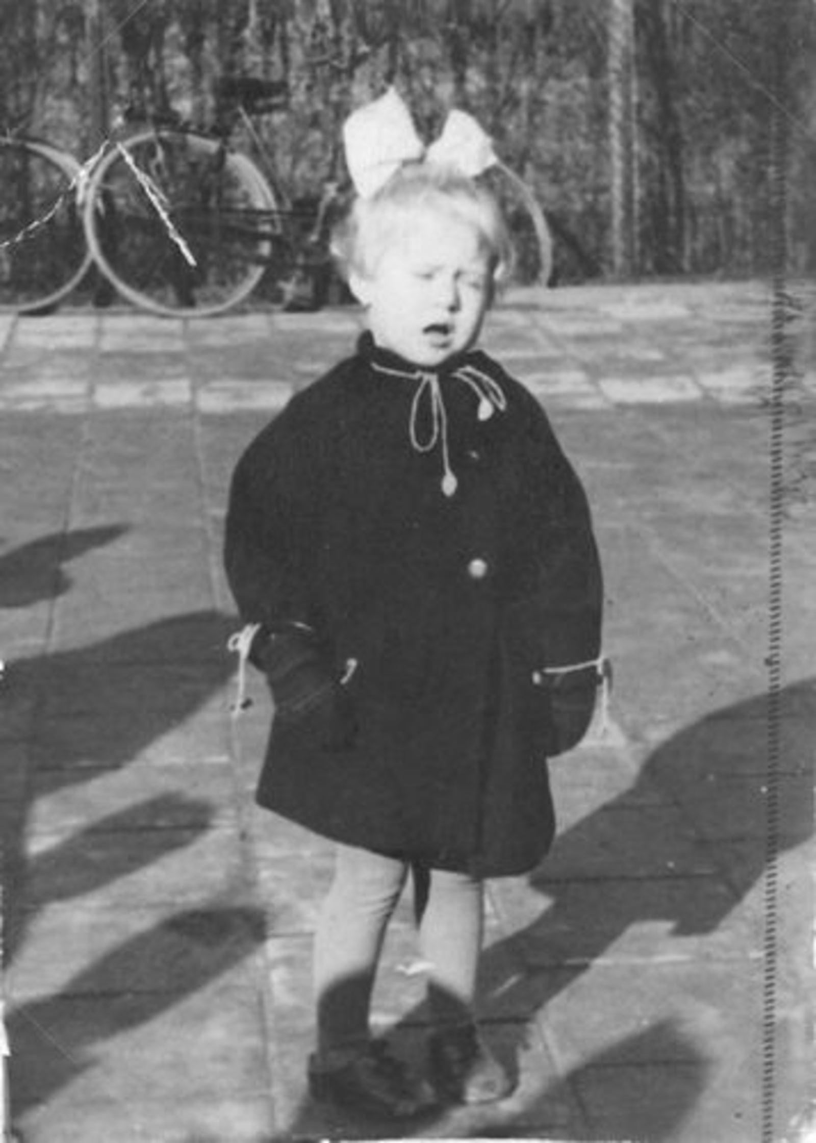 Wassenaar Cock 1937 1940 buiten op Stoep