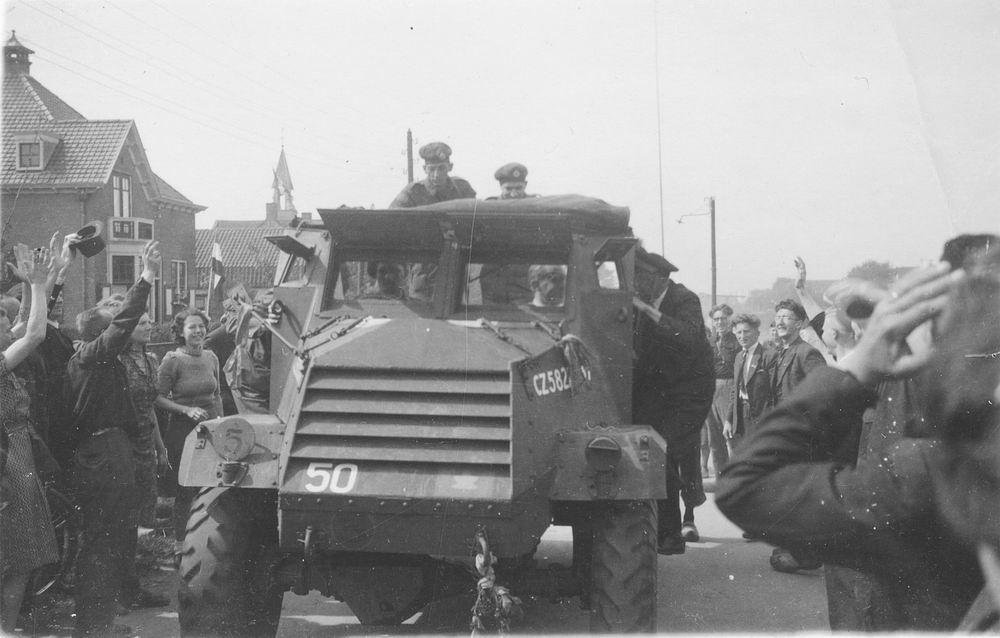 WOII 19450507 Bevrijding door Canadezen bij Hoofdweg Nieuw-Vennep