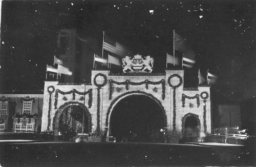 WOII 194509 Bevrijdingsfeest Bevrijdingspoort Kruisweg 100_ 02