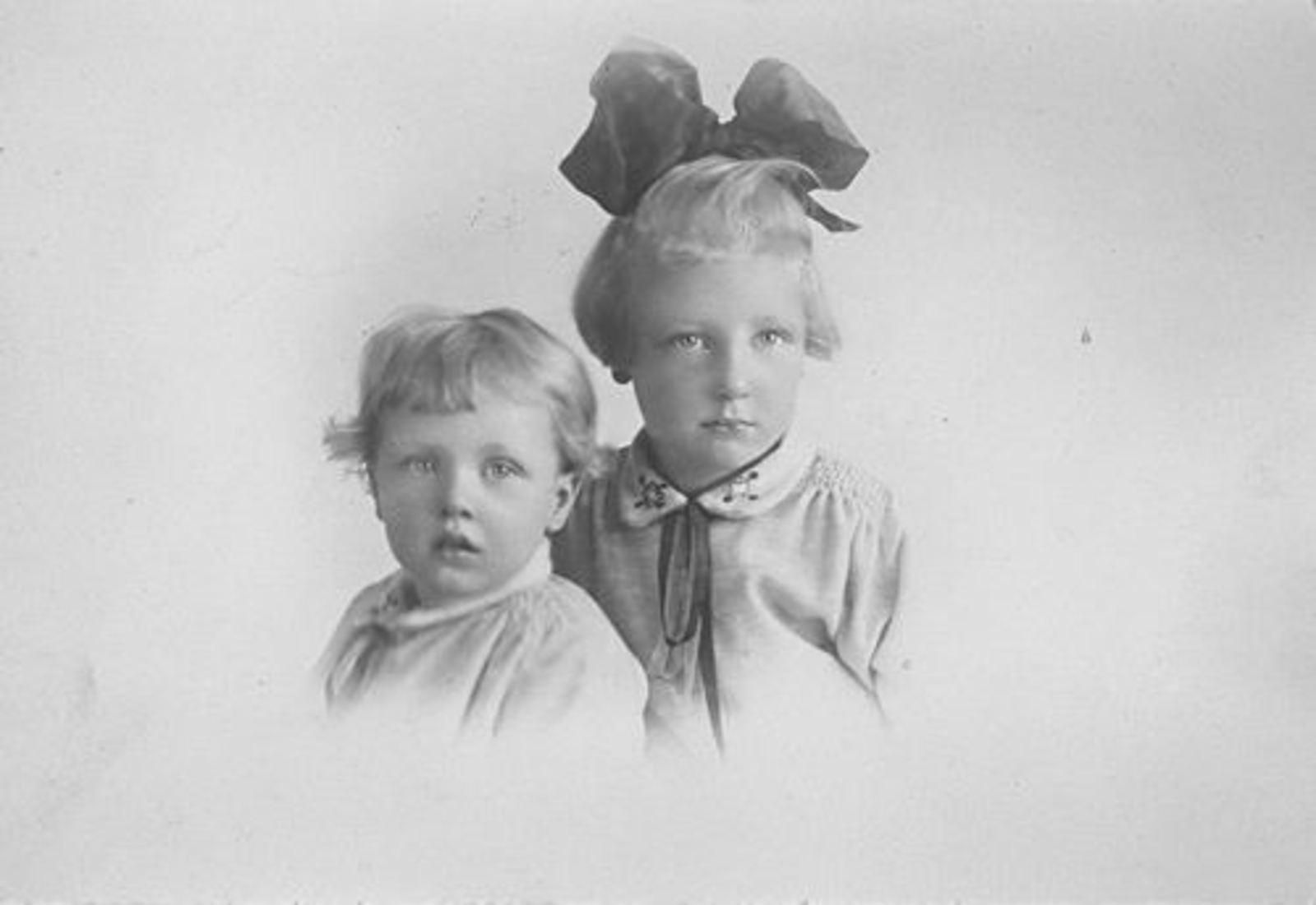 Zanten Lena v AbrDr 1863± 19__ dochters Tini en Leni Jansen