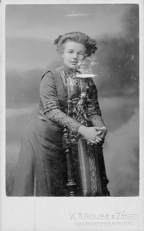 Breure Kneel MeuwisDr 1892 19__ Portret 01_2