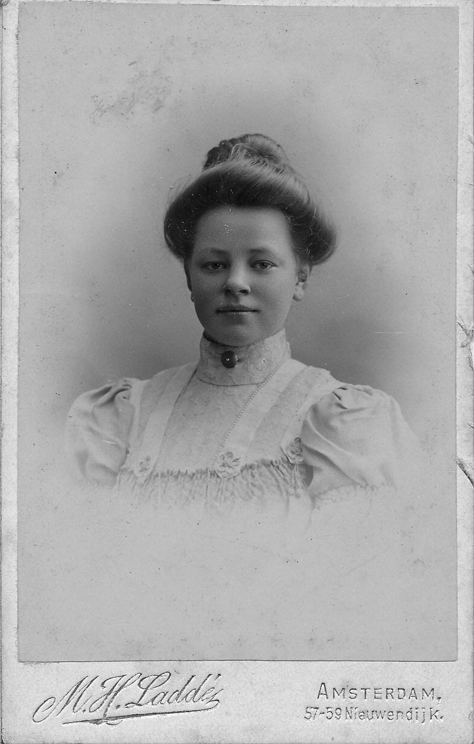 Arkel-Breure Margaretha E 1887 19__ Portret_2