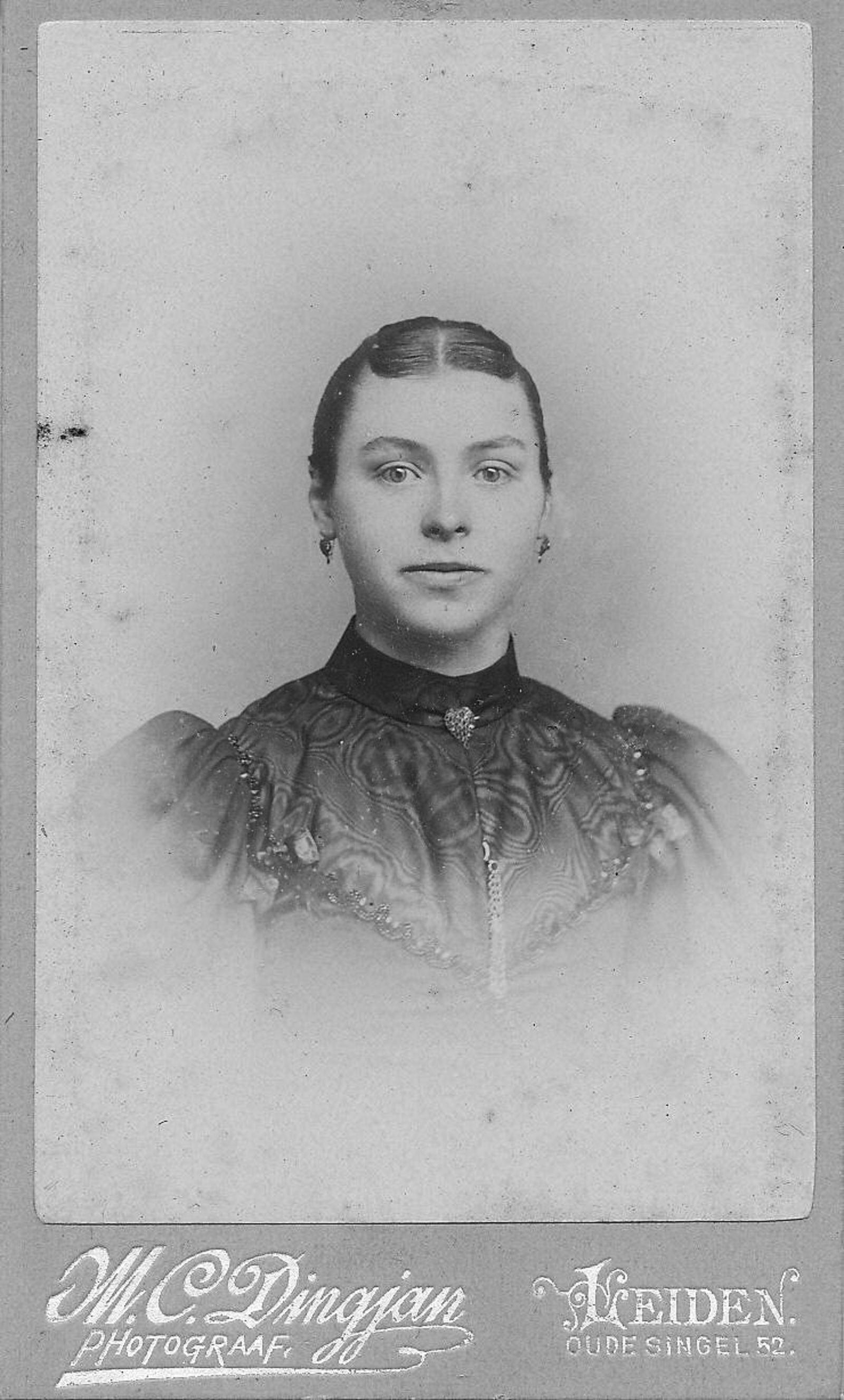 Bos Jacobus A W 1871 19__ Portret vrouw Wilhelmina vd Eyk