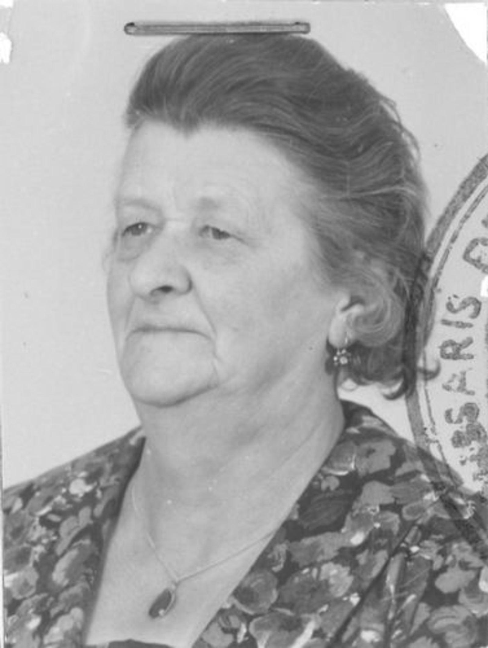 Zwager Nicolaas J 1890 1963 Pasfoto vrouw A M Zoetelief.jpg