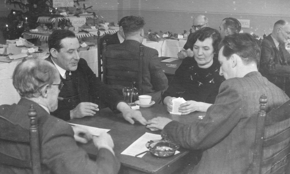 Zwanenburg Onbekend Cafe 1950 Klaverjassen met Piet Rinders