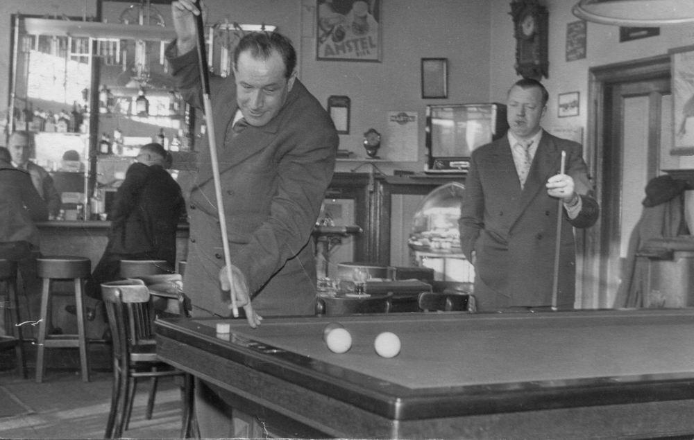 Zwanenburg Onbekend Cafe 1953 met Piet Rinders 01