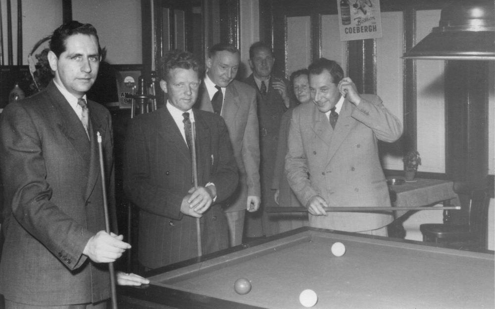Zwanenburg Onbekend Cafe 1953 met Piet Rinders 02