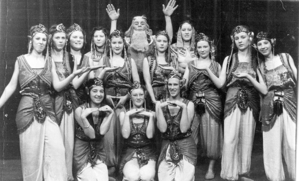 Zwanenburg Onbekend Dansgroep 195_ met Dien Rinders