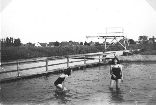 Zwembad 194_ met Fem vd Meer en zusters Robijn 03