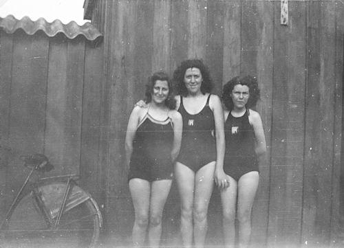 Zwembad 194_ met Fem vd Meer en zusters Robijn 06