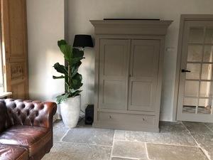 Krijtvef geeft meubels een tweede leven