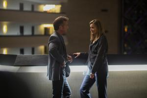 Tom Hagerty (Sean Penn) and Laz Ingram (Natascha McElhone)