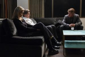 Laz Ingram (Natascha McElhone), Robert Cordine (D.W. Moffett), and Tom Hagerty (Sean Penn)