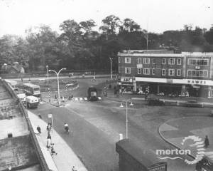 London Road, Morden: Junction at Abbotsbury Road & Roundabout with Morden Hall Road