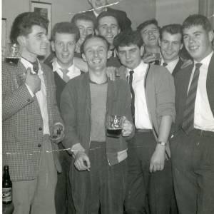 RGR006 New Inn darts team - John Jarvis, Peter Herbert, Roy Davies, Barry Downing, Tony Gwilliam, Gwyn Winney, Roger Brooks +3 more ( Ross-on-Wye).jpg