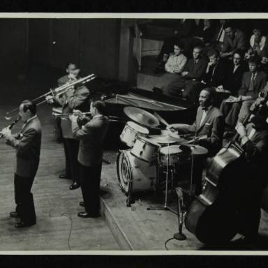 Peanuts Hucko, Jack Teagarden, Earl Hines, Max Kaminsky (trumpet), Cozy Cole and Jack Lesberg (left to right)