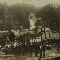 Waterloo Rail disaster, engine and carriages