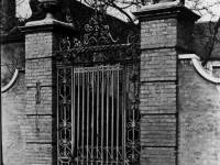 Church House: Entrance gates