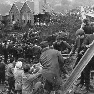 Aberfan disaster. Masses of people helping rescue at the site of the school.