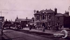 Broadway, Wimbledon:  Looking towards Town Hall & Railway Station