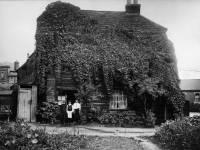 Rats Castle: An old house, Phipps Bridge Road