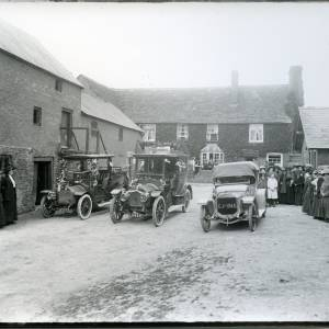 G36-024-05 Wedding cars and bystanders in farmyard. Thruxton Court.jpg