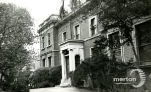 Mitcham Court, Cricket Green