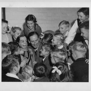 "394 - ""Archie Meets the Kids"""