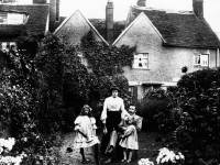 Charles Matthews, his first wife, and daughters Vinnie and Marjorie