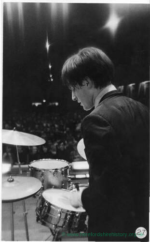 204 - Chris Curtis of The Searchers with his drums at concert