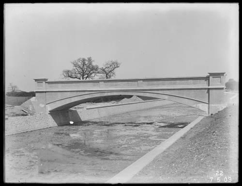 Bridge over aqueduct
