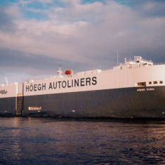 'Heogh Dubai' Nissan transporter