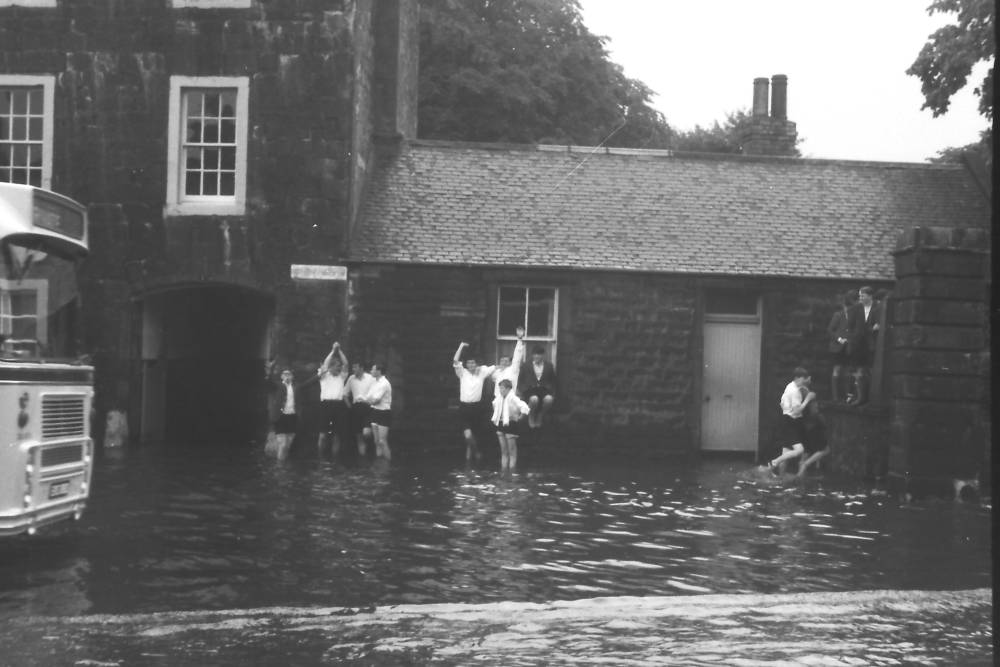Flooding in Musselburgh (7) circa 1965 - sent in by Keith Brodie (1966)