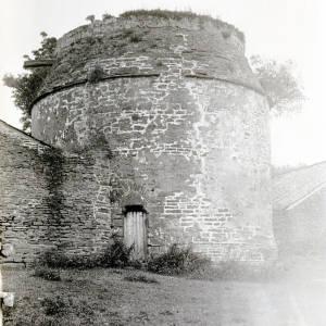 Li372 Garway Pigeon House (i) 1915.jpg