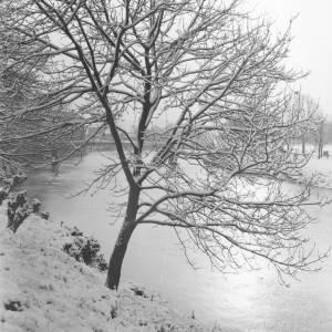 A wintry scene near Victoria Bridge, Hereford.
