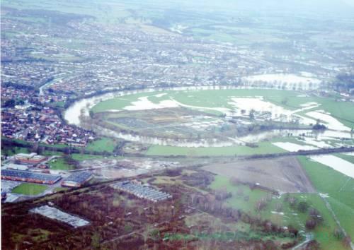 HC026 River Wye flooding in Hereford, December 2000.jpg