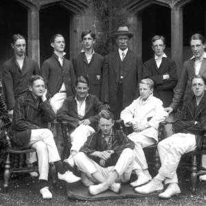 G36-541-09  Hereford Cathedral School cricketers with Dick Shepherd .jpg