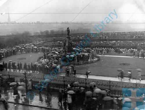 Bootle War Memorial Laying Wreaths 1929