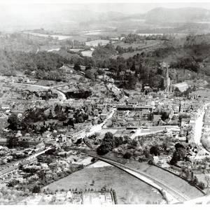 Li14441 Ledbury - Aerial View looking South by Aerofilms 1920.jpg