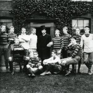 G36-429-01 Group of twelve sportsmen.jpg