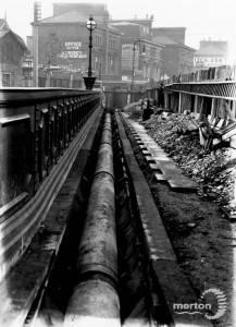 New Wimbledon Bridge, The Broadway:  Laying Service Pipe