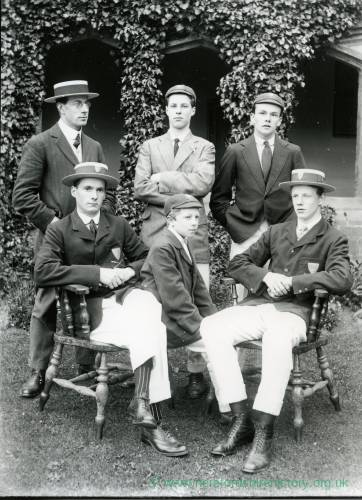 G36-191-16  Hereford Cathedral School oarsmen.jpg